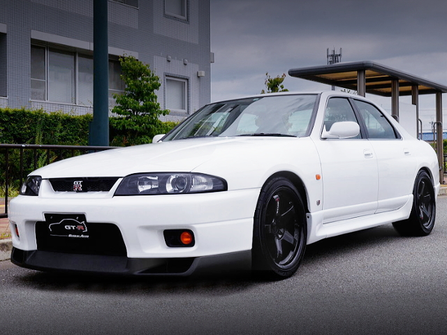 FRONT EXTERIOR OF R33 SKYLINE 4-DOOR GTR AUTECH 40th.