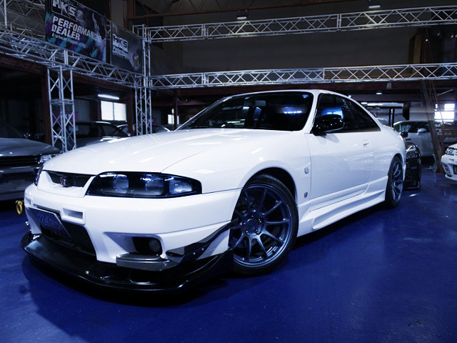 FRONT EXTERIOR OF R33 SKYLINE GT-R WHITE.