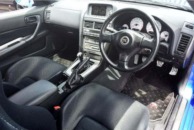 INTERIOR OF R34 GT-R V-SPEC2.