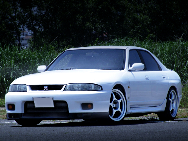 FRONT EXTERIOR TO ENR33 SKYLINE SEDAN GTS-4 WHITE.