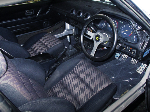INTERIOR OF S130 FAIRLADY Z TWO-SEATER.