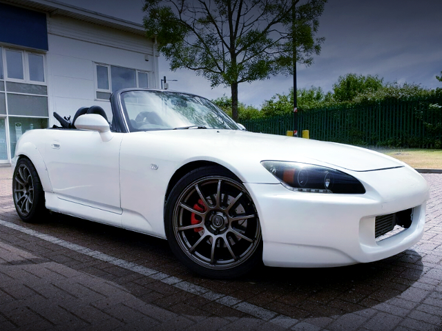 FRONT EXTERIOR OF HONDA S2000 PEARL WHITE.