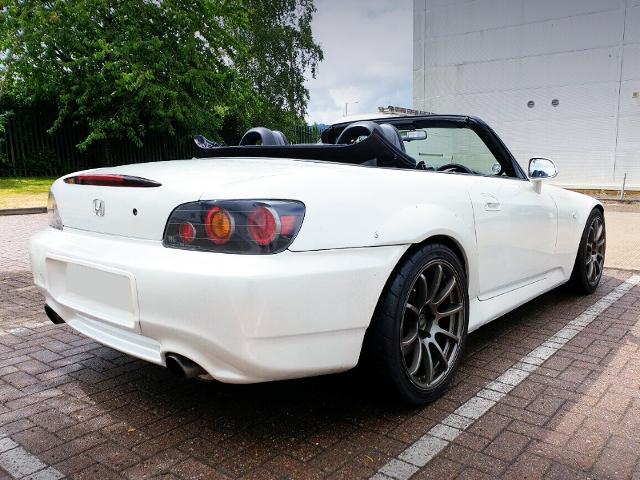 REAR EXTERIOR OF HONDA S2000 PEARL WHITE.