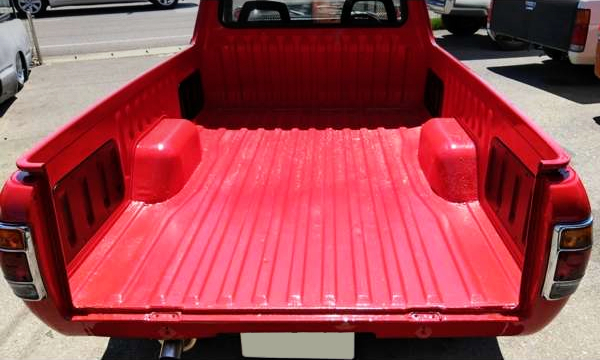 TRUCK BED OF SUNNY TRUCK EXTERIOR.