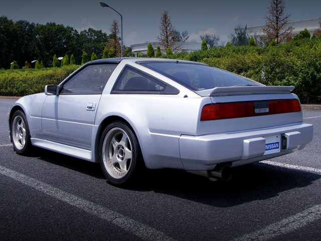 REAR EXTERIOR OF Z31 FAIRLADY Z TO SILVER.