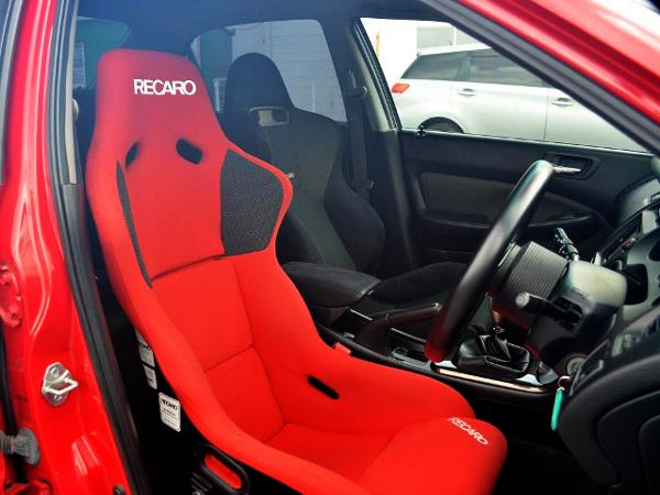 DRIVER'S RECRO FULL BUCKET SEAT.