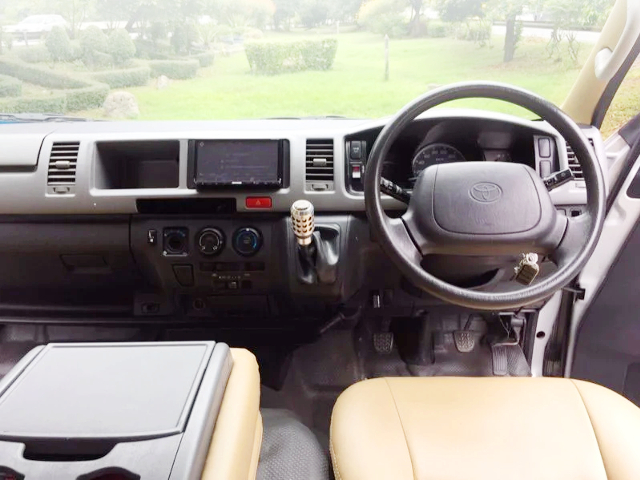 H200 HIACE COMMUTER OF DASHBOARD AND STEERING.