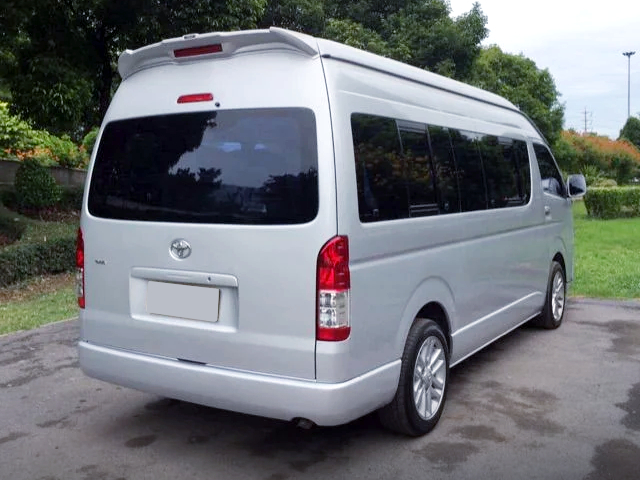 REAR EXTERIOR OF H200 HIACE COMMUTER.