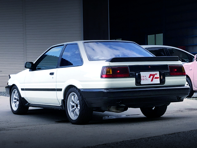 REAR EXTERIOR OF AE86 TRUENO GT-APEX WHITE.