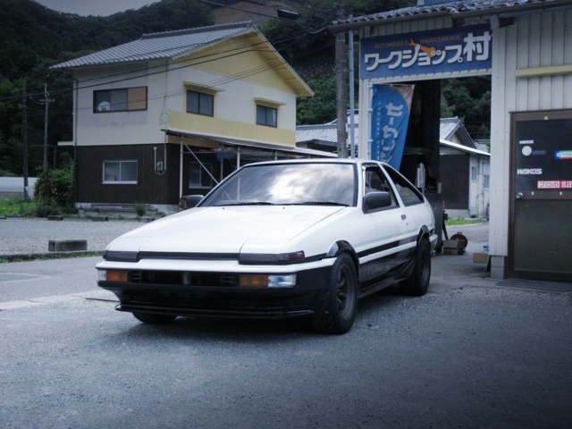FRONT EXTERIOR OF AE86 TRUENO GT-APEX TO PANDA COLOR.