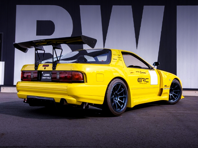 REAR EXTERIOR OF FC3S RX-7 JSS WIDEBODY TO YELLOW.
