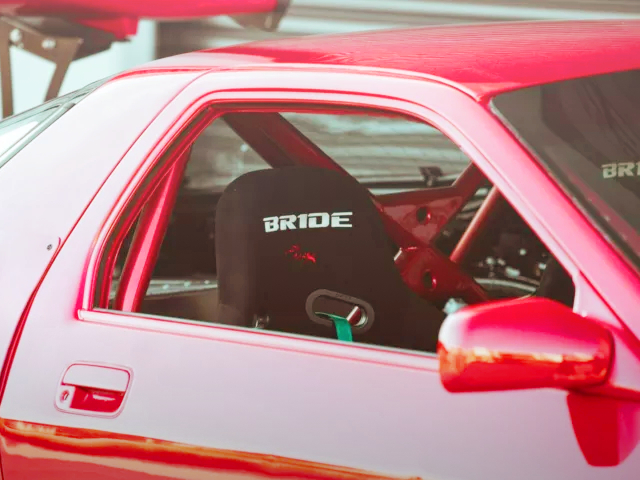 ROLL BAR AND BRIDE SEAT.