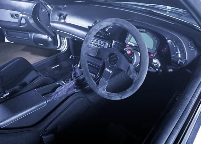 INTERIOR OF HR32 SKYLINE GTE.