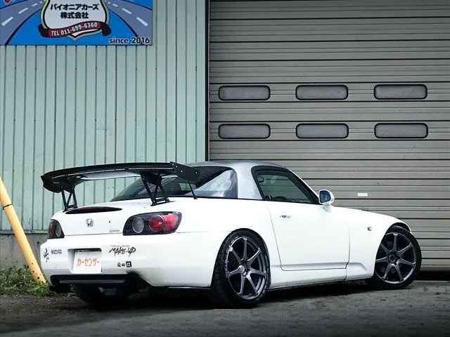 REAR EXTERIOR OF S2000 WHITE.