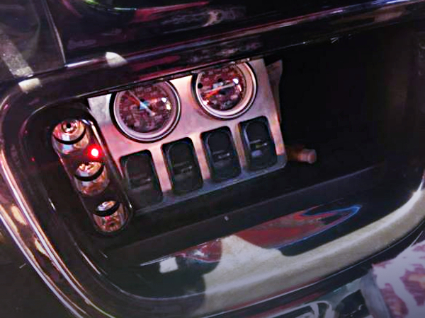 Air SUS SWITCHES AND Air GAUGES.