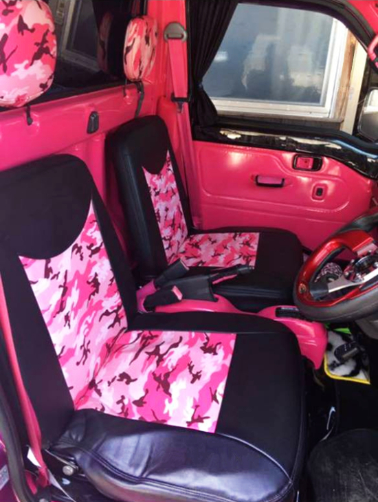 INTERIOR CUSTOM SEATS.