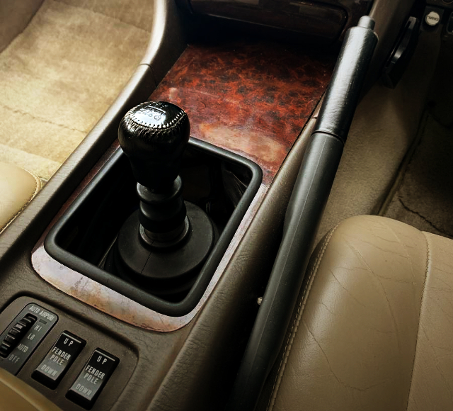 MANUAL CONSOLE AND SIDE BRAKE.