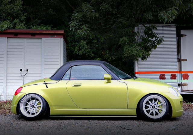SIDE EXTERIOR OF CAMBER COPEN ACTIVE TOP.