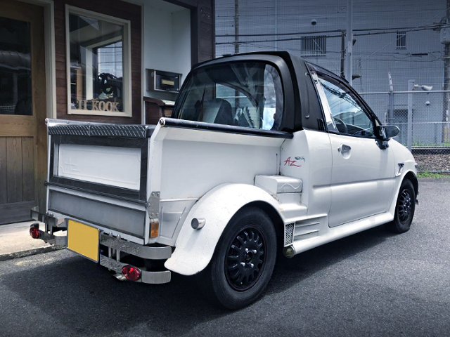 REAR EXTERIOR OF PICKUP TRUCK CONVERSION With H32V MINICA.
