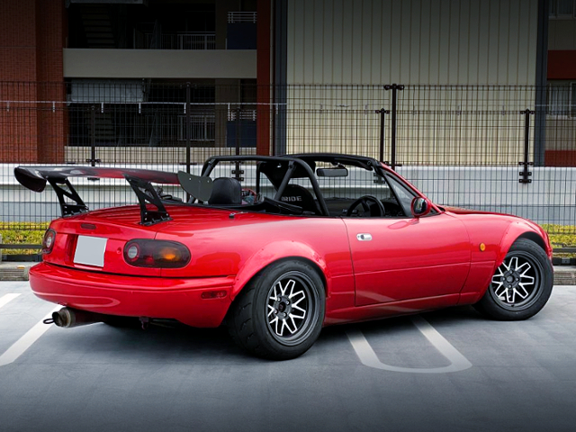 REAR EXTERIOR OF NA8C ROADSTER With FENDER FLARES.