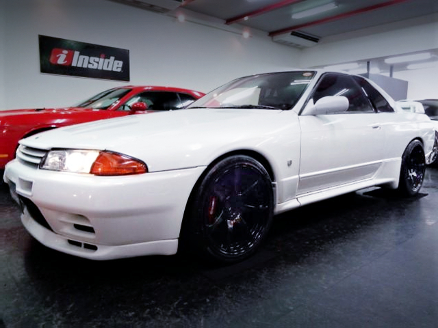 FRONT EXTERIOR OF R32 SKYLINE GT-R WHITE.