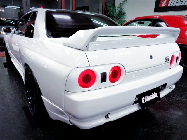 REAR EXTERIOR OF R32 SKYLINE GT-R WHITE.