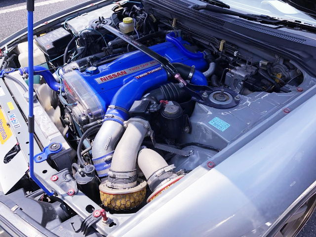 RB26 TWINTURBO ENGINE TO BLUE PAINT.