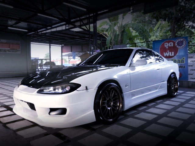 FRONT EXTERIOR OF S15 SILVIA TO WHITE.