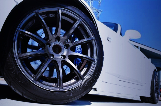 FRONT ENDLESS BRAKE CALIPER AND RAYS WHEEL.