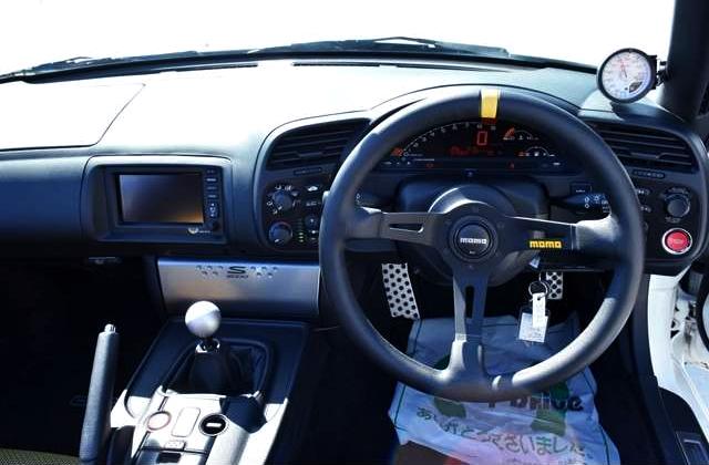 INTERIOR DRIVER'S DASHBOARD.