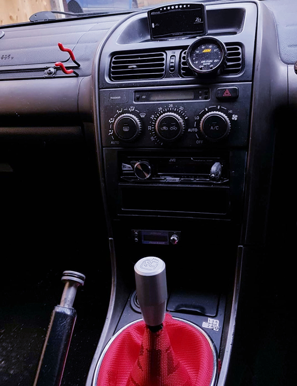 MANUAL SHIFT KNOB AND CENTER CONSOLE