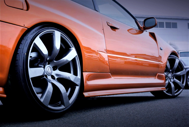 RIGHT SIDE EXTERIOR AND R35GTR GENUINE WHEELS.