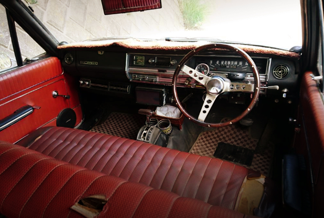VA30 GLORIA WAGON INTERIOR.