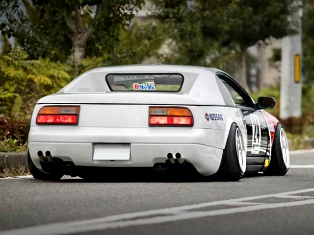 REAR EXTERIOR OF Z32 FAIRLADY Z VERSION-S.