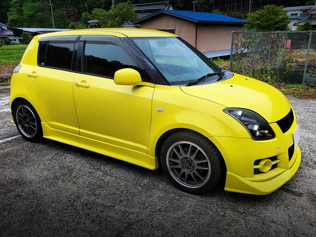 RIGHT SIDE EXTERIOR OF ZC31S SWIFT SPORT.