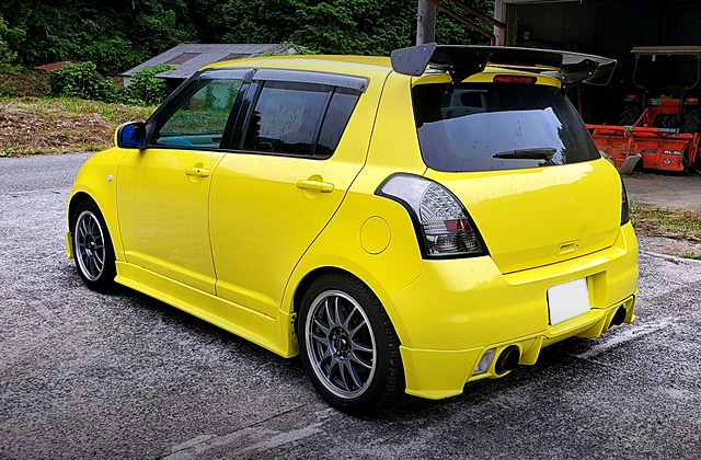 REAR EXTERIOR OF ZC31S SWIFT SPORT TO YELLOW COLOR.