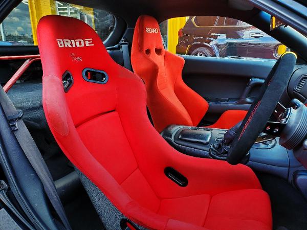 BRIDE SEAT AND RECARO SEAT.