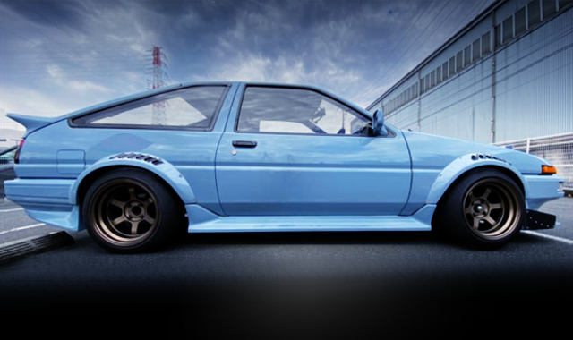 RIGHT-SIDE EXTERIOR OF AE86 TRUENO WIDEBODY.