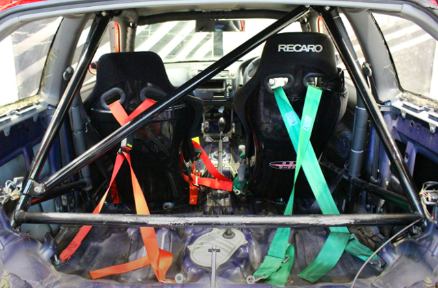 TWO-SEATER AND ROLL BAR.