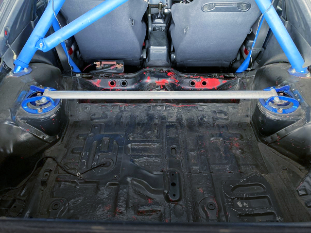 LUGGAGE SPACE OF FC3S RX-7.