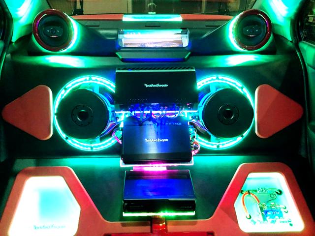 CUSTOM AUDIO SYSTEM AT EVO10 GSR INTERIOR.