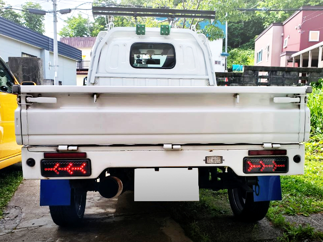 REAR TAILLIGHT OF DA62T CARRY TRUCK.