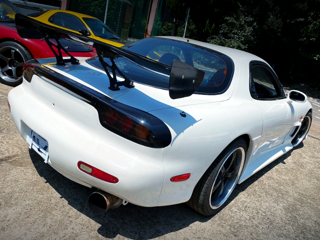REAR EXTERIOR OF FD3S RX-7 TYPE-RS TO WHITE COLOR.