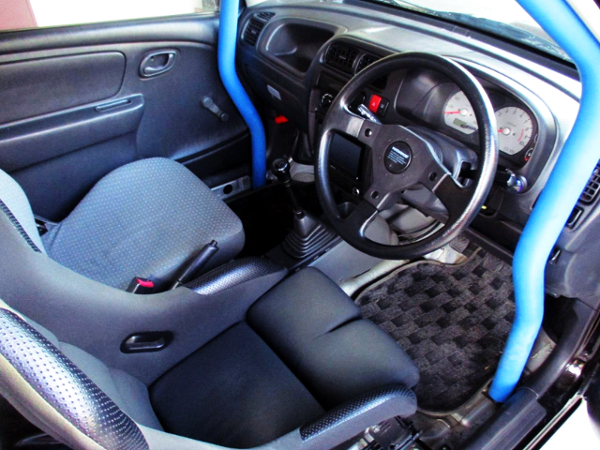 ROLL BAR AND AFTERMARKET STEERING.