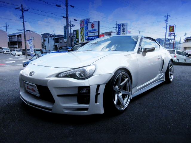 FRONT EXTERIOR OF TOYOTA 86 With KUHL RACING 01R-GTW WIDEBODY.