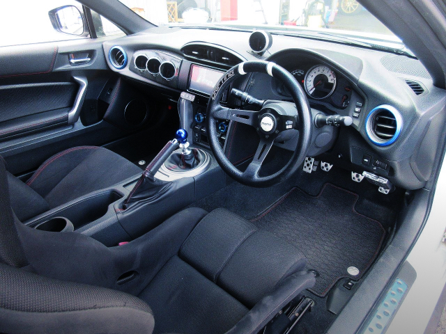 INTERIOR OF FRONT EXTERIOR OF TOYOTA 86.