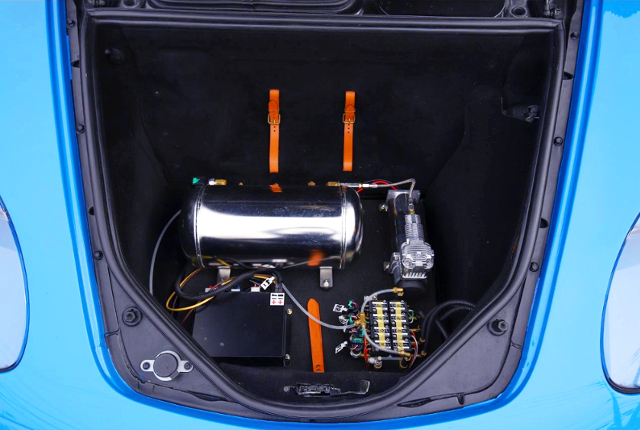 AirREX AIR SUSPENSION SYSTEM AT FRONT TRUNK ROOM.