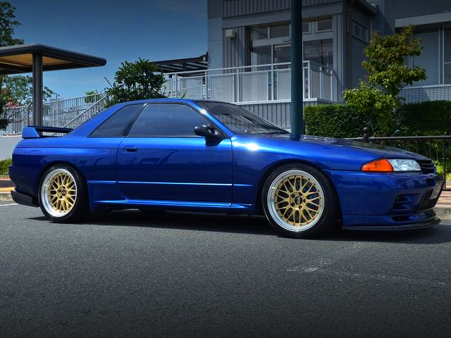 FRONT EXTERIOR OF R32 SKYLINE GT-R.
