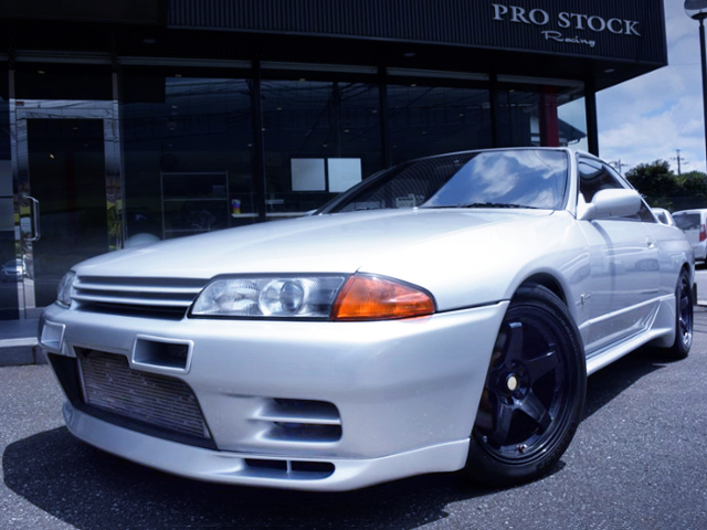 FRONT EXTERIOR OF R32 GT-R SILVER.