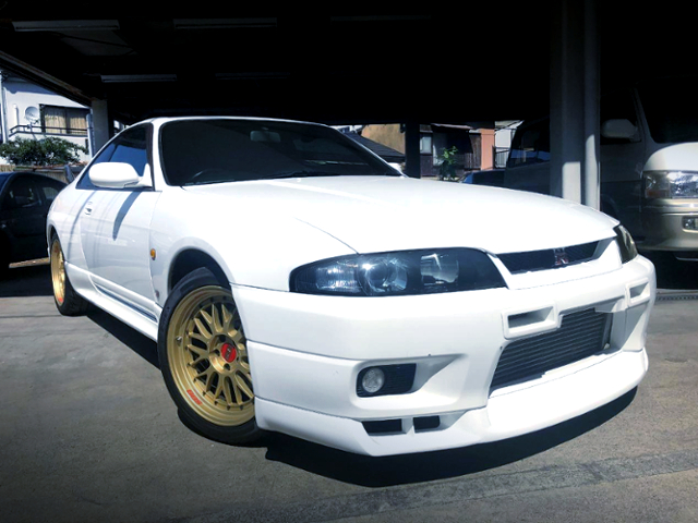 FRONT EXTERIOR OF R33 GT-R V-SPEC WHITE.